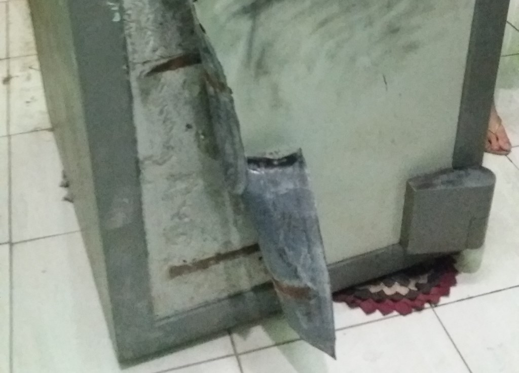 Lemari Besi Kaleng Krupuk